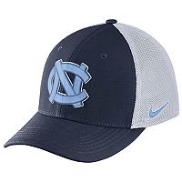 Adult Nike North Carolina Tar Heels Aero Classic 99 Flex-Fit Cap