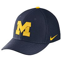 Adult Nike Michigan Wolverines Aerobill Flex-Fit Cap