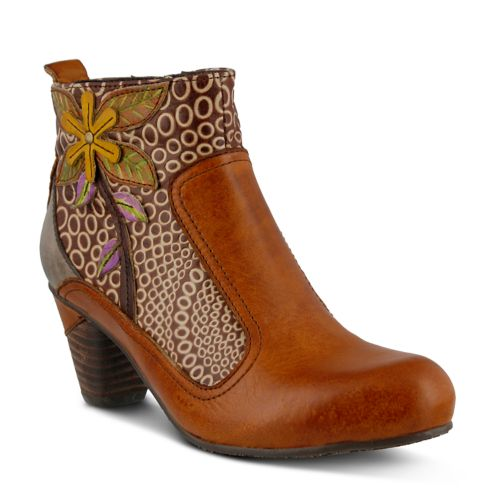 L'Artiste by Spring Step Dramatic Boot (Women's)