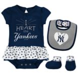 Baby New York Yankees  Bodysuit, Bib & Booties Set