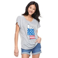 Juniors' Peanuts Snoopy Flag Tee