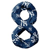 Forever Collectibles New York Yankees Team Logo Infinity Scarf