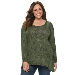 Plus Size World Unity Stud Sharkbite Top
