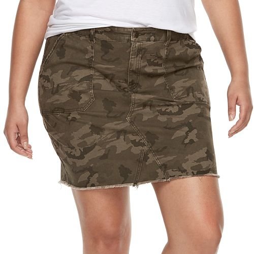 Juniors' Plus Size Rewash Camouflage Frayed Twill Mini Skirt