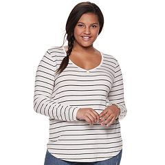 Juniors' Plus Size SO® Perfect V-Neck Tee
