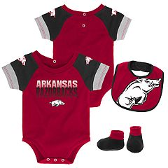 Baby Arkansas Razorbacks 50 Yard Dash Bodysuit, Bib & Booties Set