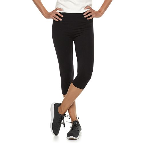 Petite Croft & Barrow® Tummy Control Capri Leggings
