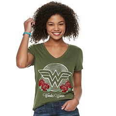 Juniors' Wonder Woman Roses Graphic Tee
