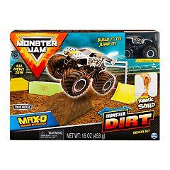 Monster Jam Max D Monster Dirt Deluxe Set by Spinmaster