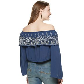 Juniors' Hint of Mint Embroidered Off-the-Shoulder Crop Top