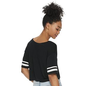 Juniors' SO® Sporty V-Neck Crop Tee
