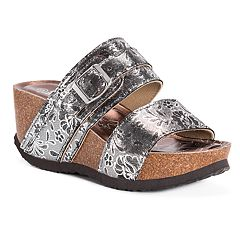 53591fc62a20a MUK LUKS Women s Emery Wedge Sandals. Dark Copper Silver