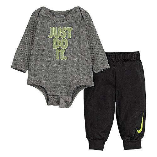 Baby Boy Nike 2-Piece Dri-FIT Long-Sleeve Bodysuit and Tricot Pants Set