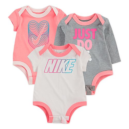 Baby Girl Nike 3-pack Logo Graphic bodysuits