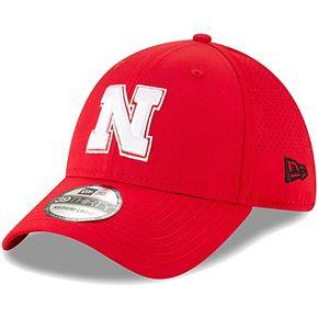 Men's New Era Scarlet Nebraska Cornhuskers Perforated Play 39THIRTY Flex Hat