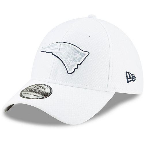Men's New Era White New England Patriots 2019 NFL Sideline Platinum 39THIRTY Flex Hat
