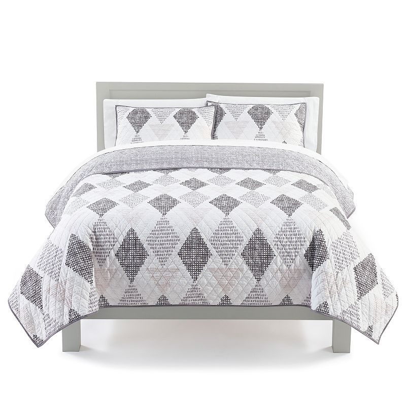 The Big One Reversible Geo Quilt and Sham Set. Beig/Green. Full/Queen