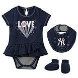 Girls Newborn & Infant Navy New York Yankees Play Your Best Bodysuit, Bib & Booties Set