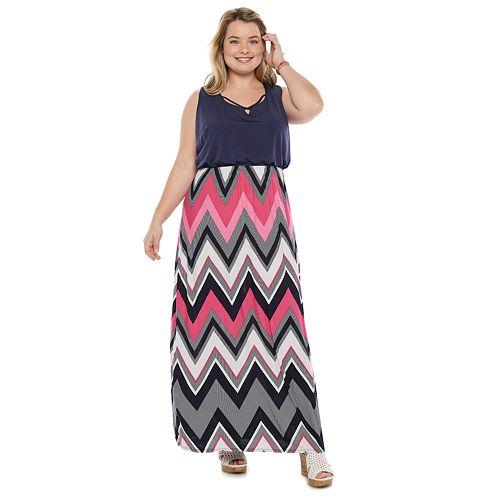 Juniors' Plus Size Three Pink Hearts Cameo Maxi Dress
