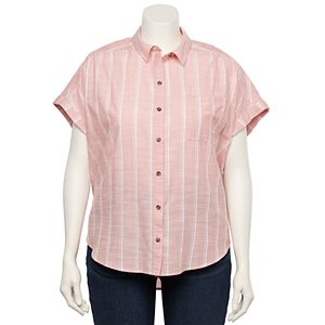 Juniors' Plus Size SO® Short Sleeve Shirttail Camp Shirt