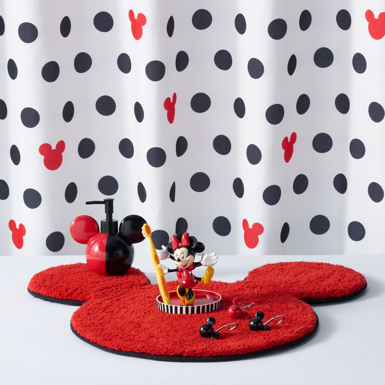 Disneyu0027s Mickey U0026 Minnie Mouse Shower Curtain Collection