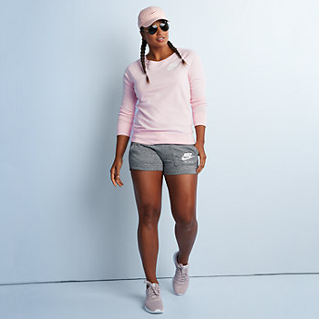 Women's Leg-Day Outfit