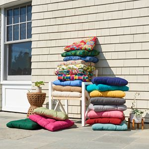 Take any living area to the next level with this versatile Sonoma Goods For Life Indoor Outdoor Cushion Collection.