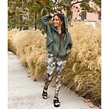 Women's FLX Walk on the Wild Side Outfit