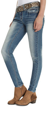 Juniors Curvy Fit Jeans